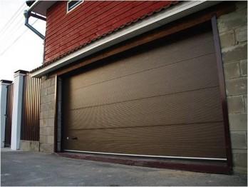 Секционные ворота для гаража и вашего бизнеса (фото)