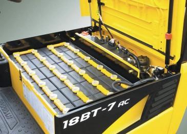 Как выбрать тяговый аккумулятор для погрузчика (фото)