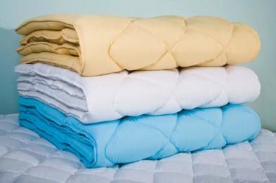 Достоинства и уход за ватным одеялом (фото)