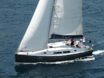 Парусная или моторная яхта? (фото)