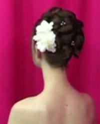 свадебные-прически-с-цветком